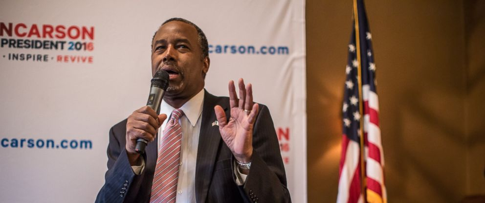 PHOTO: Republican presidential candidate Ben Carson speaks at a campaign event at Fireside Pub and Steak House on Jan. 31, 2016 in Manchester, Iowa.