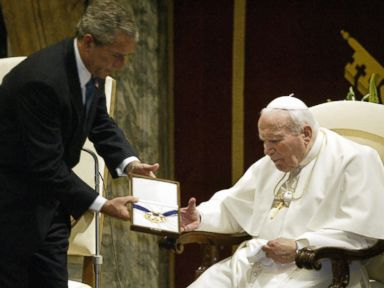 PHOTO: US President George W. Bush (L) presents Pope John Paul II with the US Presidential Medal of Freedom in the Sala Clementina June 4, 2004 in Vatican City.