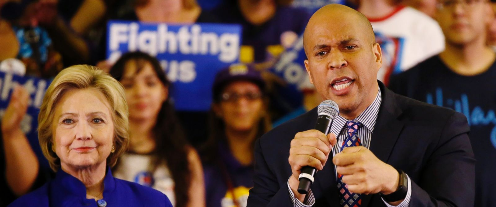 PHOTO: Senator Cory Booker introduces Democratic presidential candidate Hillary Clinton at a campaign rally, June 1, 2016, in Newark, New Jersey.