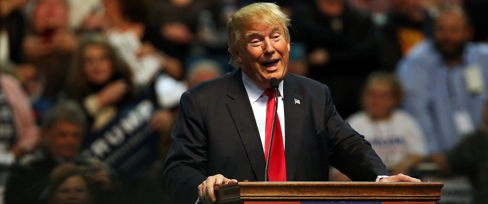 PHOTO: Republican presidential frontrunner Donald Trump speaks at the Mississippi Coast Coliseum on Jan. 2, 2016 in Biloxi, Miss.