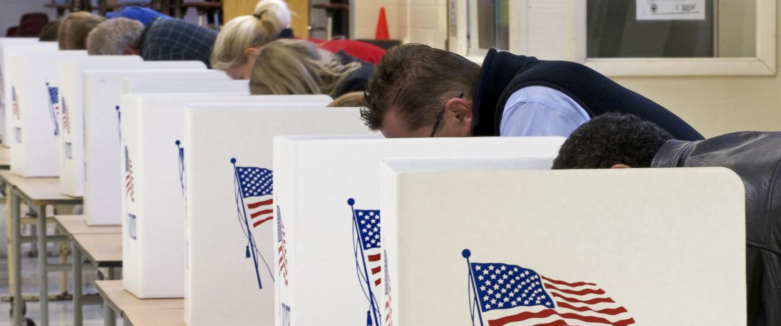 PHOTO: Voters cast their ballots on Election Day, Nov. 4, 2008, at Centreville High School in Clifton, Va.