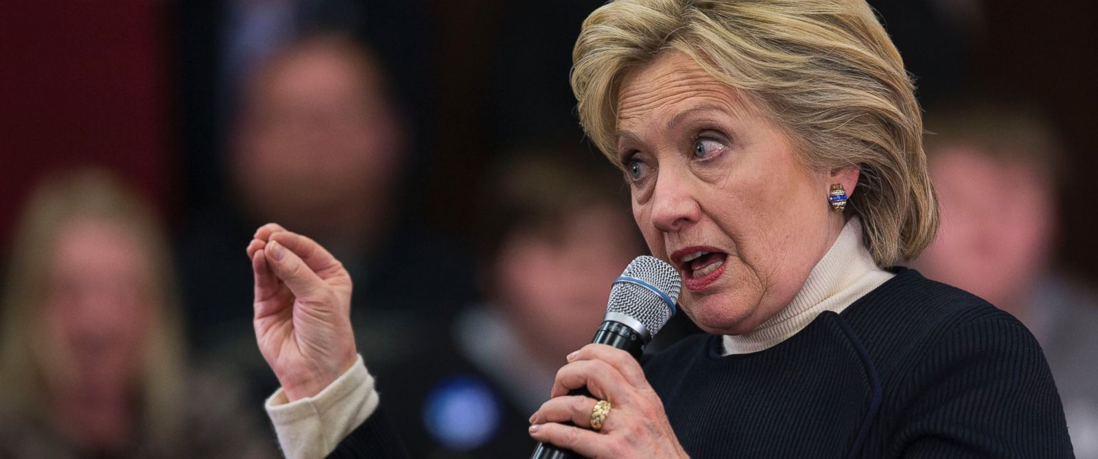 PHOTO: Democratic presidential candidate Hillary Clinton speaks at an organizing event in Toledo, Iowa, Jan. 18, 2016.