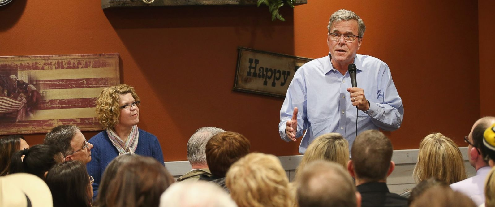 PHOTO: Former Florida Governor Jeb Bush speaks to Iowa residents at a Pizza Ranch restaurant on March 7, 2015 in Cedar Rapids, Iowa.