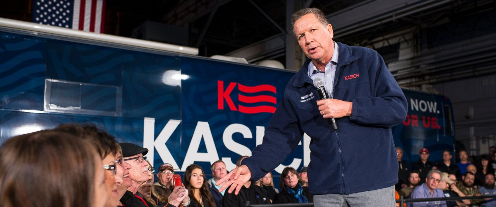 PHOTO: Republican presidential candidate Ohio Gov. John Kasich speaks to supporters at a town hall meeting at Brilex Industries, Inc., March 14, 2016, in Youngstown, Ohio.