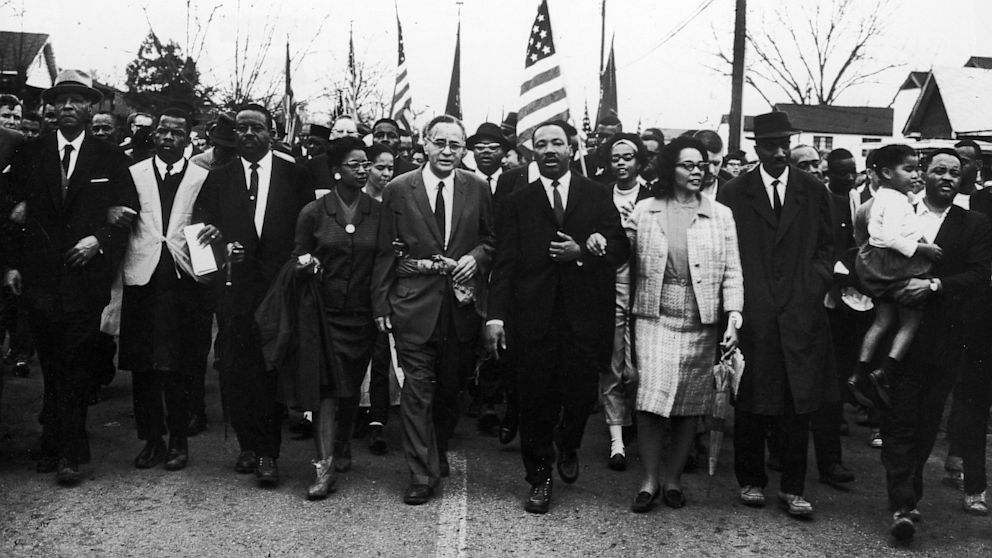a history of the civil right movements lead by martin luther king jr in the 1960s Martin luther king, jr is the icon of the civil rights movement, best known for his practice of nonviolent civil disobedience king's first involvement in the civil rights movement that attracted national attention was his leadership over the 1955 montgomery bus boycott.