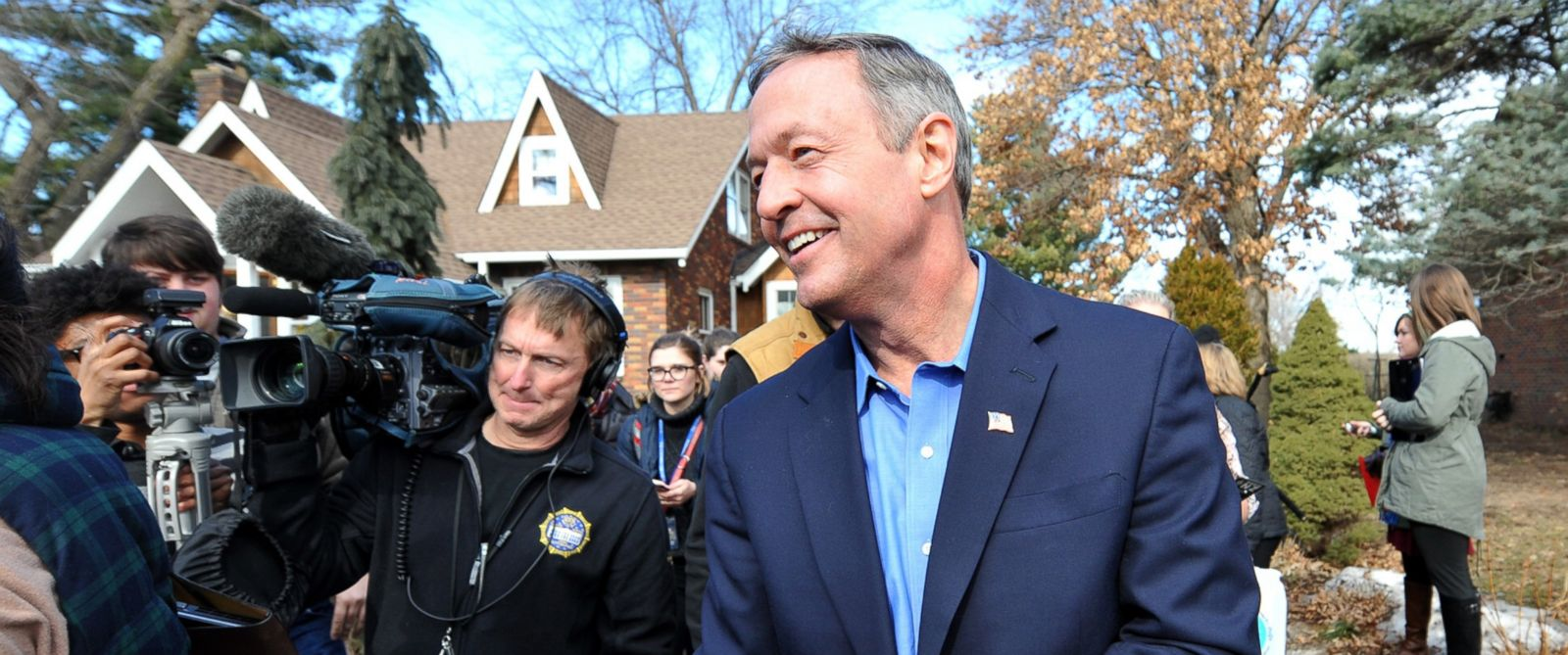 PHOTO: Democratic presidential candidate Martin OMalley greets potential supporters at a residence, Jan. 31, 2016 in Johnston, Iowa.