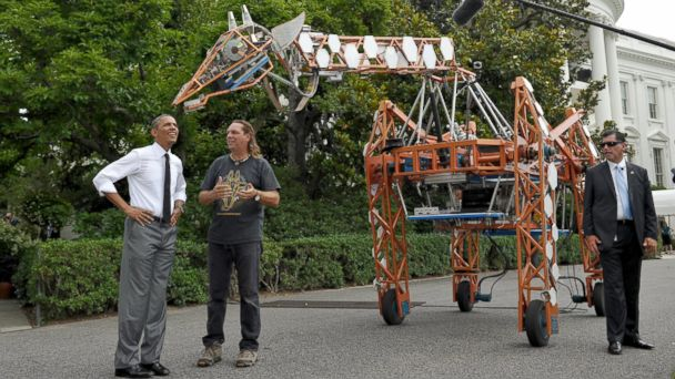 GTY metal giraffe obama jef 140618 16x9 608 Obama Tickles Giant Robotic Giraffe at White House