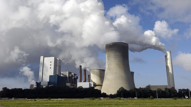 PHOTO: A modern coal burning power plant with pollution is shown in this undated file photo.