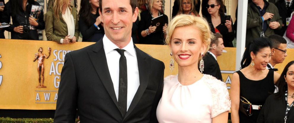 PHOTO: Noah Wyle and Sarah Wells arrives at the 19th Annual Screen Actors Guild Awards held at The Shrine Auditorium, Jan. 27, 2013, in Los Angeles.