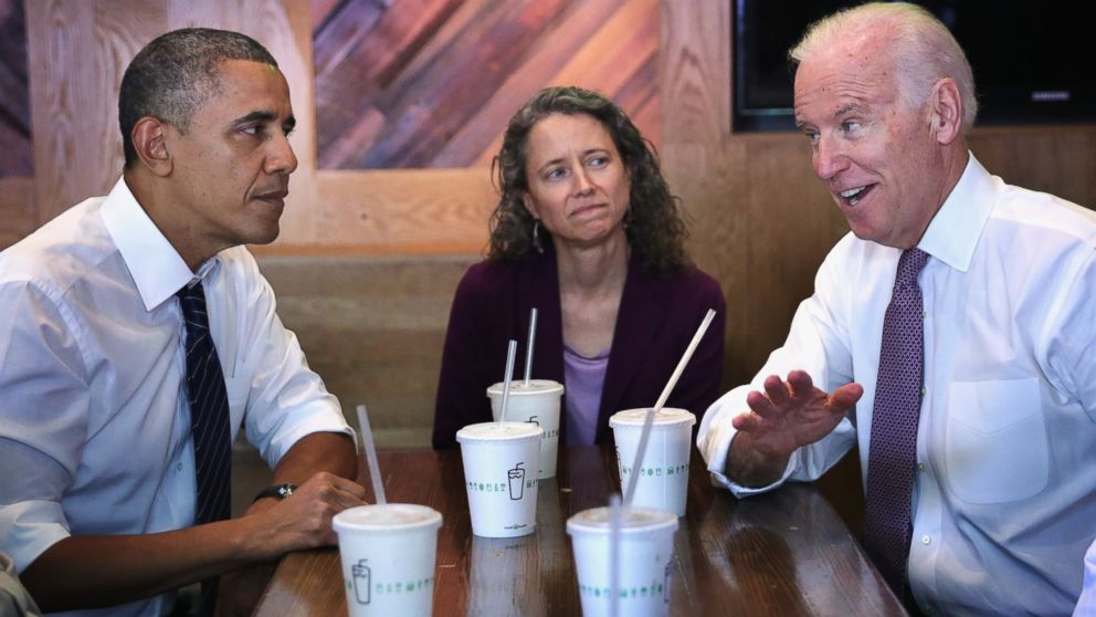 PHOTO: President Barack Obama and Vice President Joseph Biden meet with Meredith Upchurch