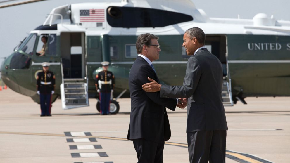 PHOTO: Texas Gov. Rick Perry greets P