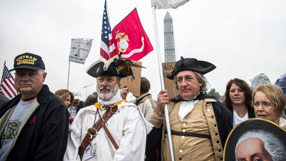 PHOTO: A crowd of Tea Party activists and Republicans gathers at the World War Two Memorial, Oct. 13, 2013, in Washington.