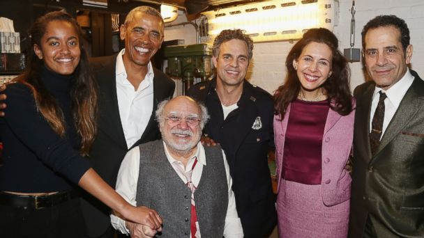 PHOTO: Malia Obama, Barack Obama, Danny DeVito, Mark Ruffalo, Jessica Hecht and Tony Shalhoub backstage at The Roundabout Theatre Company's production of