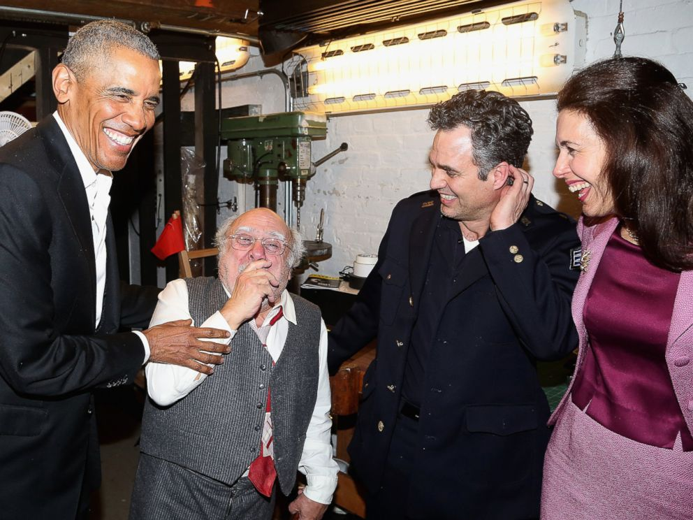PHOTO: Barack Obama, Danny DeVito, Mark Ruffalo and Jessica Hecht chat backstage at The Roundabout Theatre Companys production of Arthur Millers The Price on Broadway at The American Airlines Theatre on February 24, 2017 in New York City.