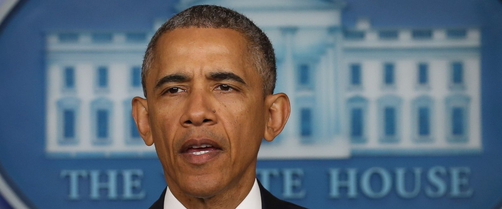 PHOTO: Barack Obama makes a statement at the White House, April 23, 2015, in Washington about the US drone strike that targeted a suspected al Qaeda compound in Pakistan but inadvertently killed an American and Italian being held hostage.