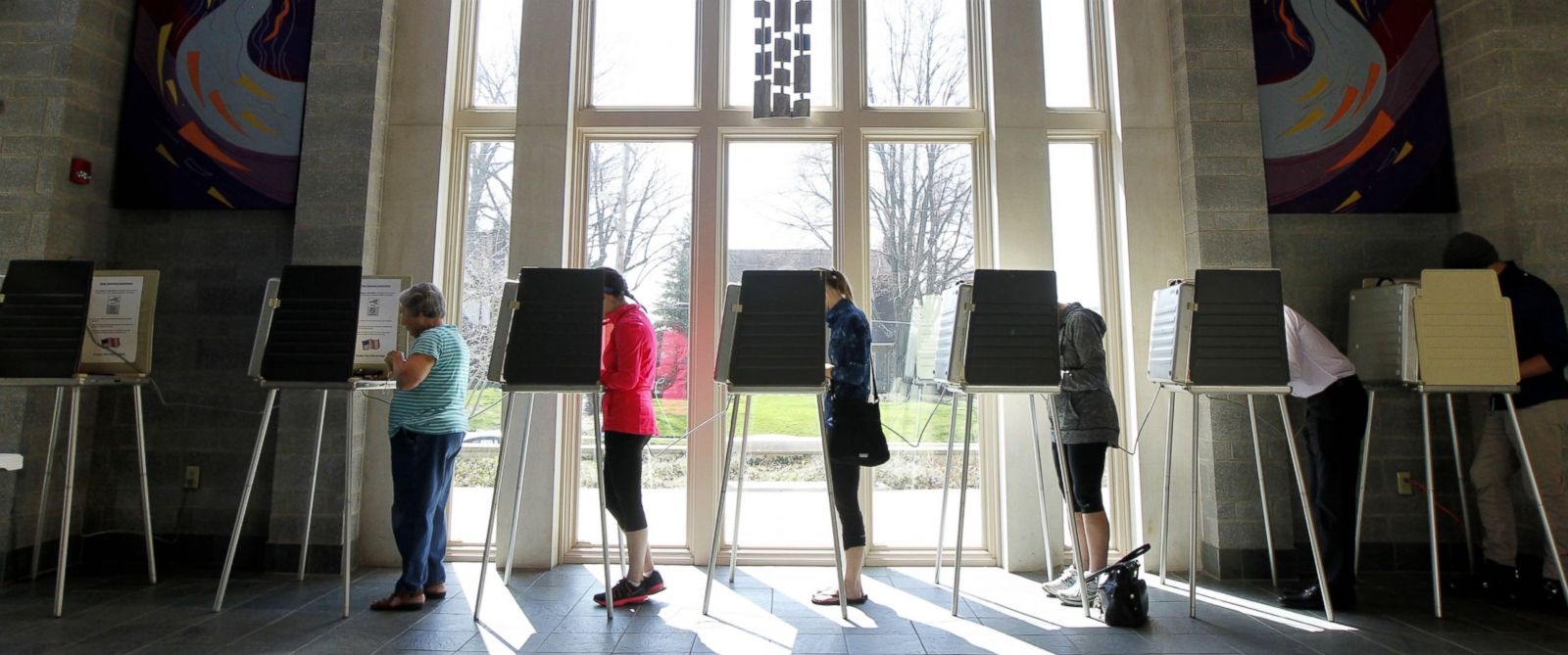 PHOTO: Ohio voters go to the polls for the Ohio primary at the Episcopal Church of the Redeemer, March 15, 2016, in Cincinnati, Ohio.