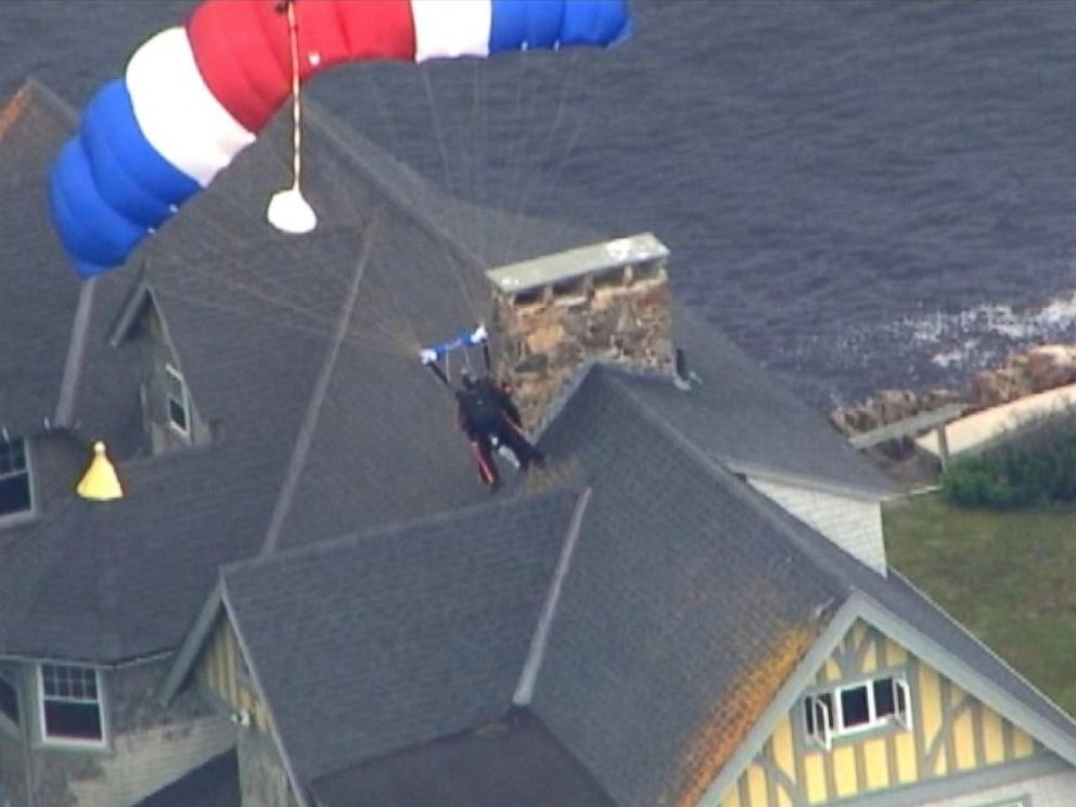 PHOTO: George H. W. Bush made his eighth parachute jump to mark his 90th birthday, June 12, 2014.