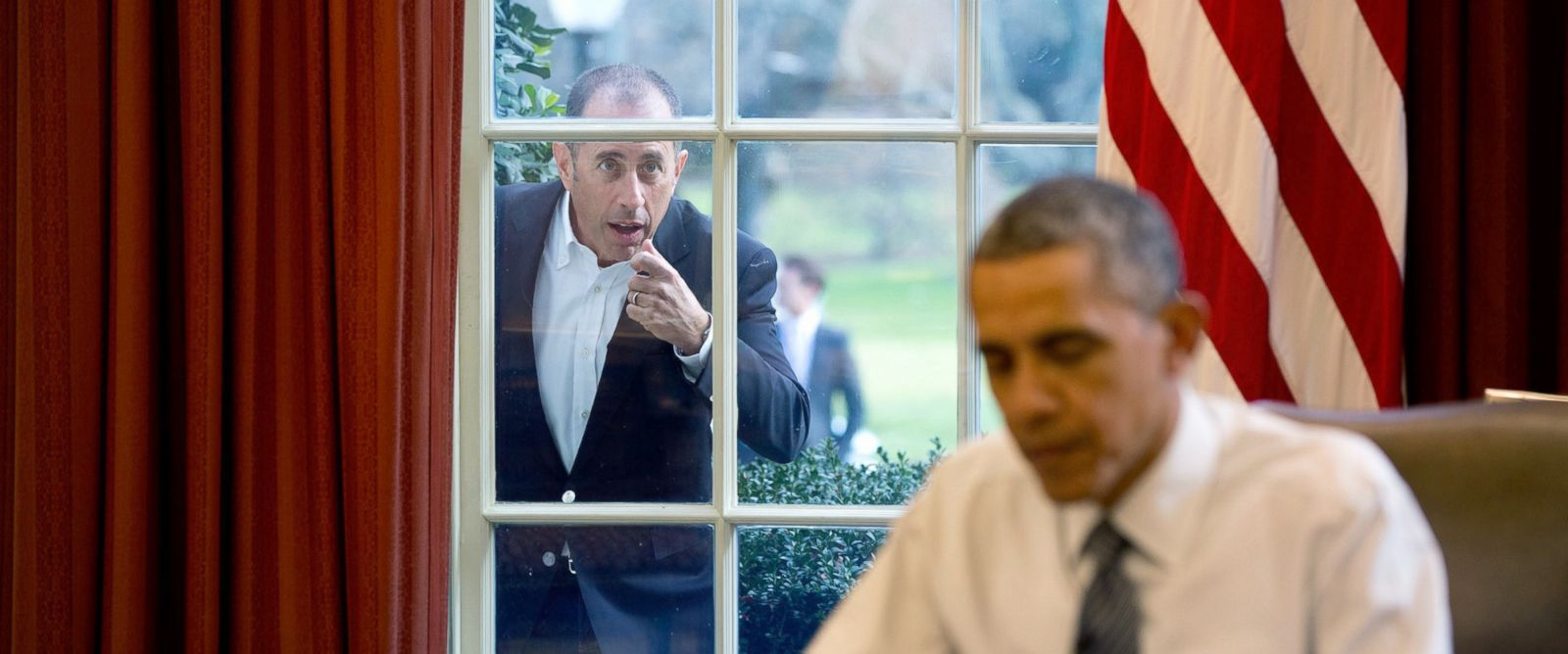 "PHOTO: Comedian Jerry Seinfeld knocks on the Oval Office window to begin a segment for his series, ""Comedians in Cars Getting Coffee,"" Dec. 7, 2015."