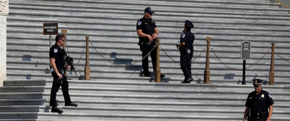 PHOTO: Capitol Police keep watch on Capitol Hill following a shooting in nearby Alexandria, in Washington, June 14, 2017.