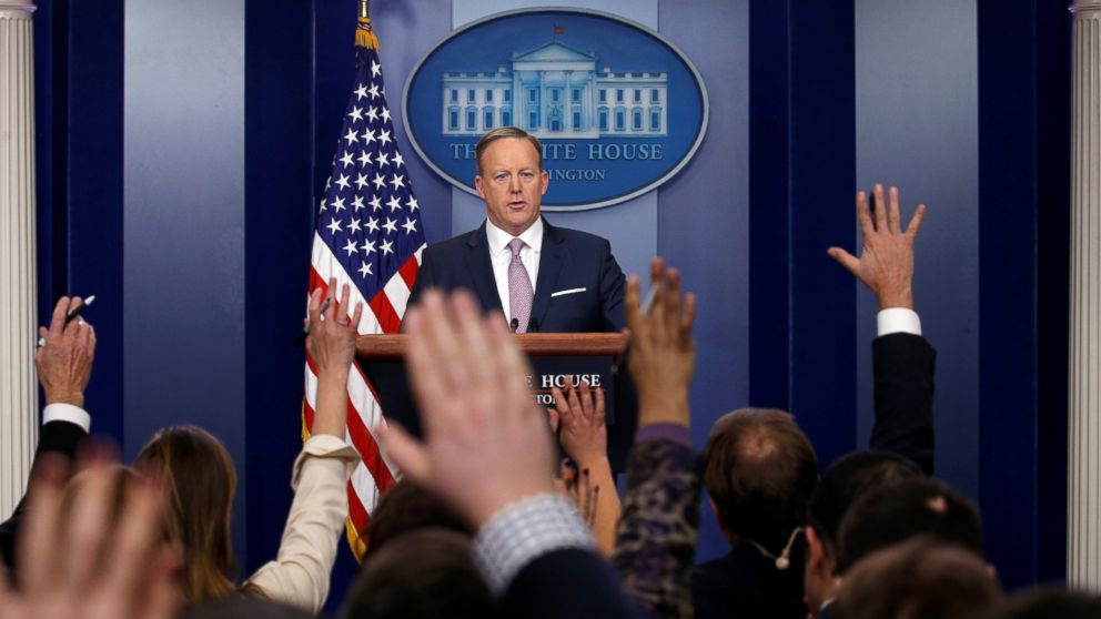 PHOTO: White House press secretary Sean Spicer holds a press briefing at the White House in Washington, Jan. 23, 2017.
