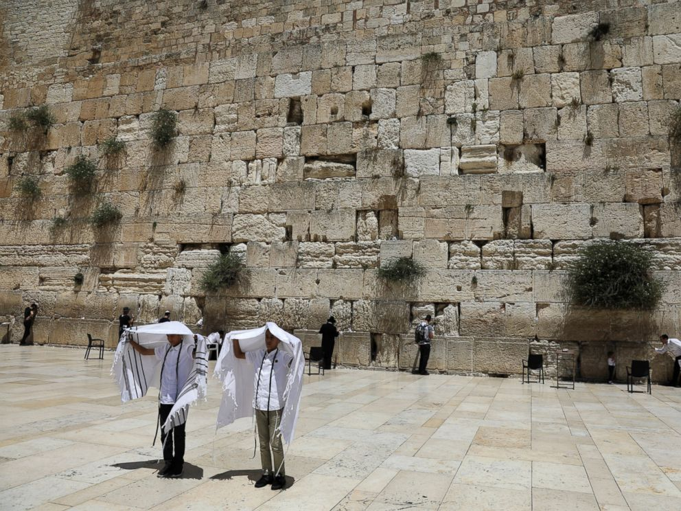 PHOTO: Youth hold their prayer shawls as they stand in front of the Western Wall, Judaisms holiest prayers site in Jerusalems Old City, May 17, 2017.