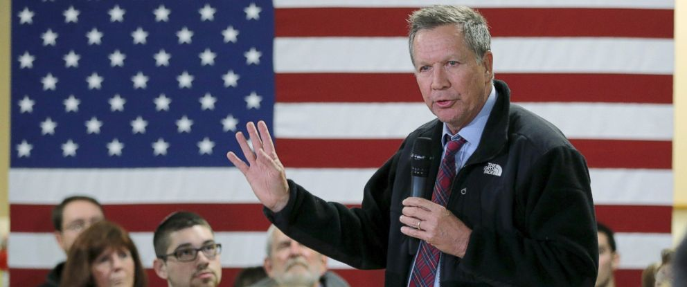 PHOTO: Ohio Governor John Kasich speaks at a campaign town hall meeting in Hooksett, New Hampshire, Jan. 6, 2016.