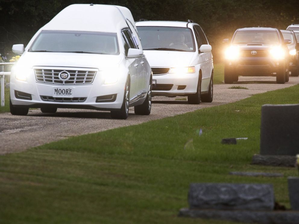 PHOTO: The hearse carrying the body of six-year old Jeremy Mardis arrives at a cemetery in Beaumont, Mississippi, Nov. 9, 2015.