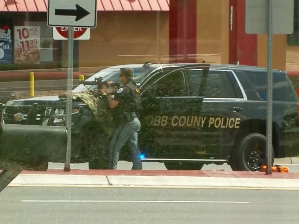 PHOTO: A hostage situation was reported at the Wells Fargo at 2675 Windy Hill Road in Marietta, July 7, 2017.