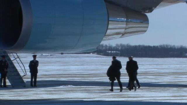 VIDEO: Sen. Bob Casey of Pennsylvania runs on the tarmac at Joint Base Andrews as President Obama waits.