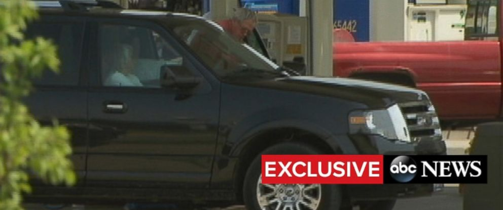 PHOTO: Dennis Hastert and his wife stop at a gas station on their way back to their home in Plano, Ill.