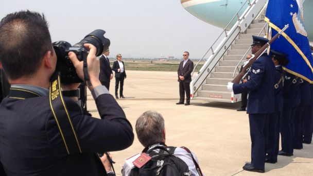 abc obama IMG 0056 kb  140425 16x9 608 Reporters Notebook: What Globetrotting With Obama Is Really Like