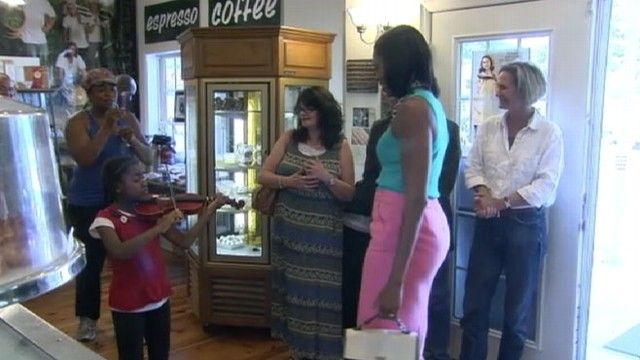 VIDEO: First lady makes unannounced stop at a Virginia cafe.