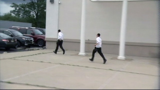 VIDEO: Jewish Wedding Party Follows Romney to Fundraiser