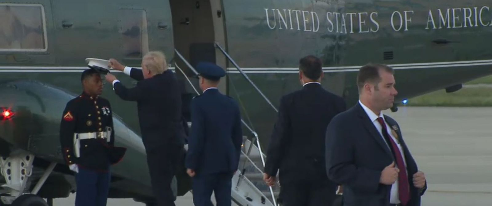 Trump stops to pick up Marine's hat blown away by the wind ...