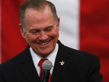 Moore tells accusers to 'tell the truth' at final rally