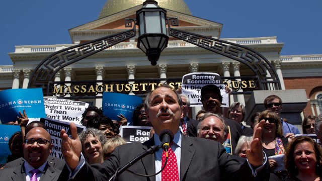 PHOTO: David Axelrod, a strategist for President Obama, addresses a crowd in front of the Statehouse, in Boston, May 31, 2012.