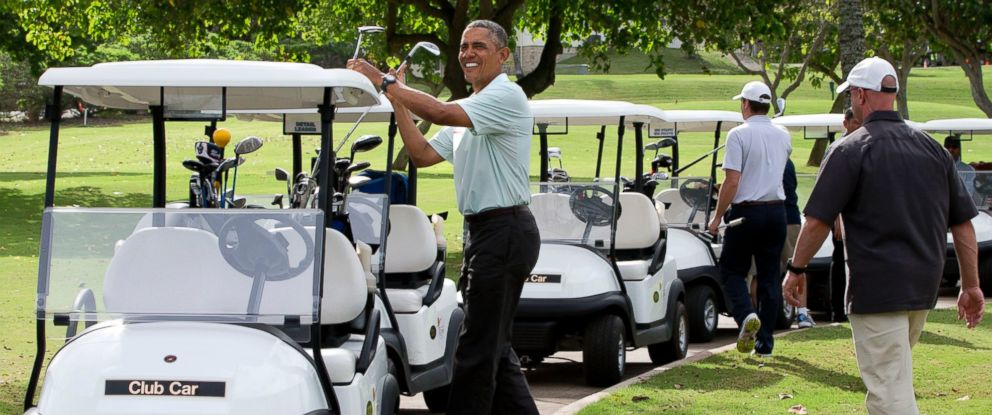 PHOTO: President Barack Obama puts his clubs in a golf cart after finishing the 18th hole on the Marine Corps Base Hawaiis Kaneohe Klipper Golf Course in Kaneohe, Hawaii on Dec. 24, 2014.
