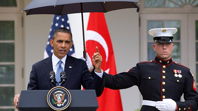 PHOTO: Barack Obama, Marine