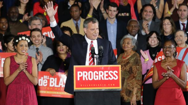 PHOTO: Democratic Mayor-elect Bill de Blasio, flanked by daughter Chiara, left, and wife Chirlane, waves from the stage after he was elected the first Democratic mayor of
