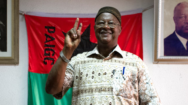 PHOTO: Ruling party presidential candidate Carlos Gomes Junior gestures after the electoral commission announced provisional election results in Bissau, Guinea-Bissau, March 21, 2012.