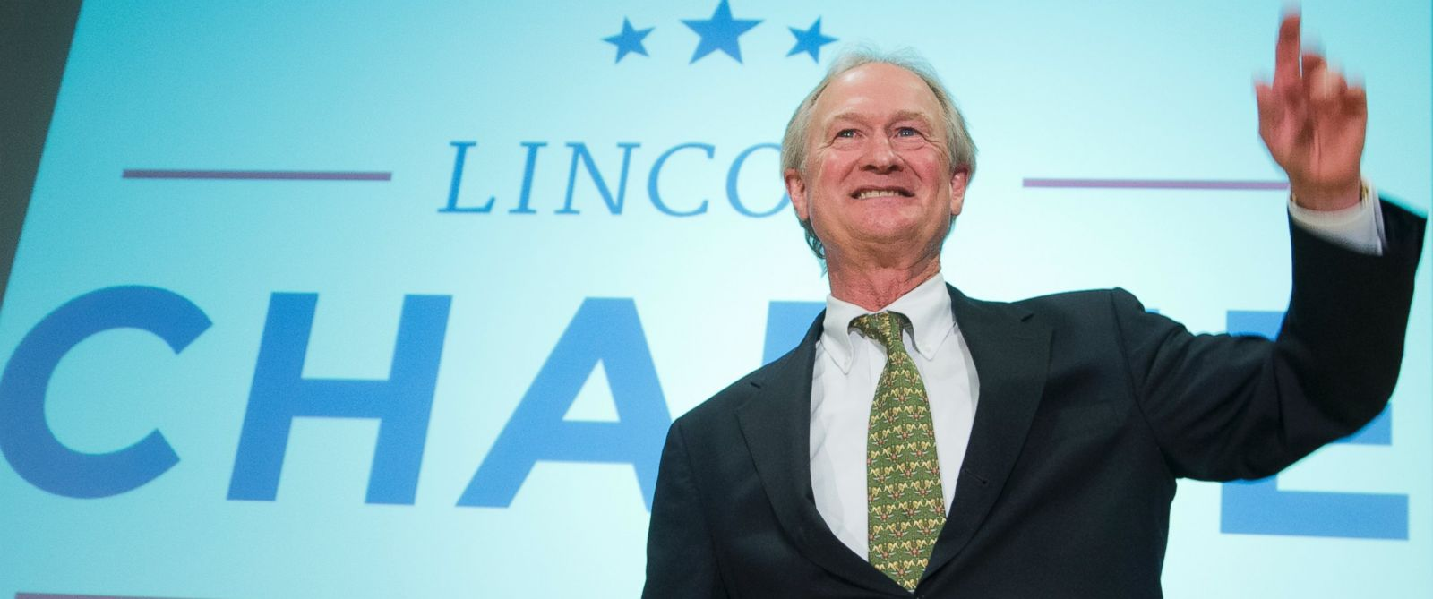 Photo former rhode island gov lincoln chafee waves after announcing