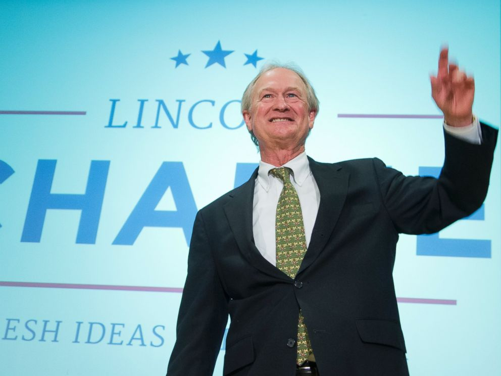 PHOTO: Former Rhode Island Gov. Lincoln Chafee, waves after announcing his candidacy for the Democratic presidential nomination during a speech at George Mason University in Arlington, Va., June 3, 2015