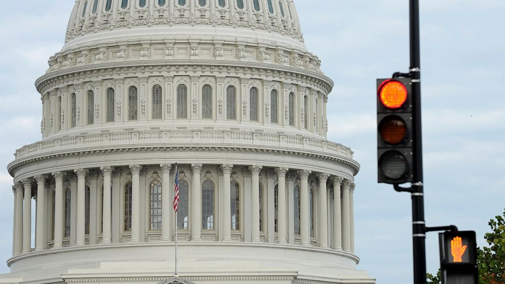 PHOTO: A stop light flashes near the Capitol in Washington, Oct. 1, 2013 as Congress plunged the nation into a partial government shutdown.