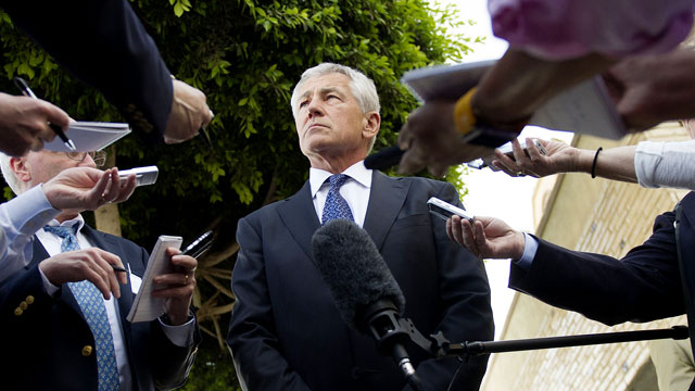PHOTO: U.S. Secretary of Defense Chuck Hagel speaks with reporters after meeting in Cairo, April 24, 2013.