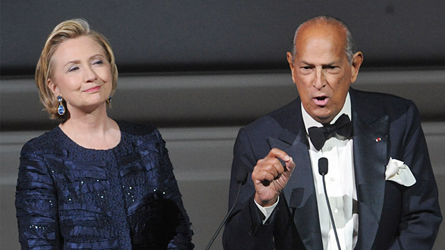 PHOTO: Fashion designer Oscar de la Renta speaks onstage next to former Secretary of State Hillary Rodham Clinton during the 2013 CFDA Fashion Awards at Alice Tully Hall, June 3, 2013, in New York.