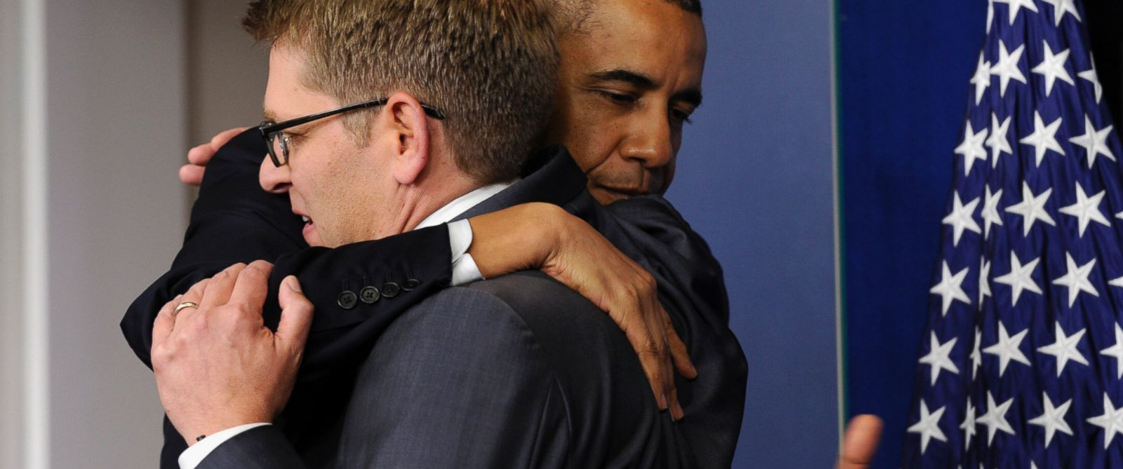PHOTO: President Barack Obama gives White House press secretary Jay Carney a hug after announcing that Carney will step down later next month, during a surprise visit to the Brady Press Briefing Room of the White House, May 30, 2014.