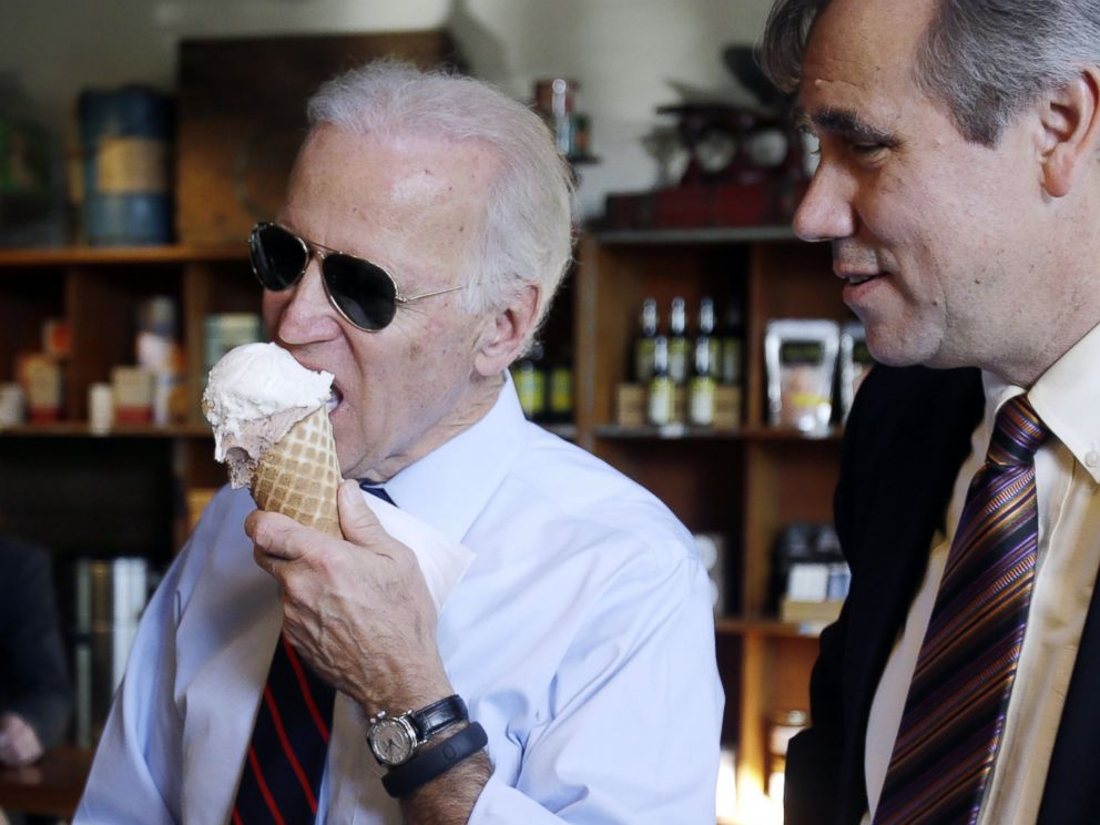 PHOTO: Vice President Joe Biden enjoys an ice cream cone as Oregon U.S. Sen. Jeff Merkley watches as the two stop at an ice cream parlor after a campaign rally in Portland, Ore., Oct. 8, 2014.