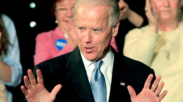 PHOTO: Vice President Joe Biden arrives at the Town Hall in Exeter, N.H. on April 12, 2012.