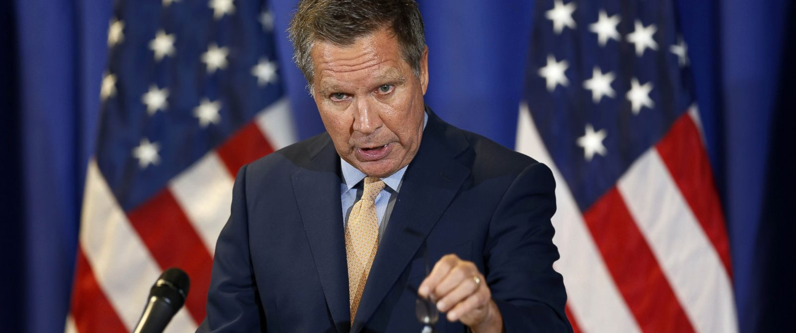 PHOTO: Republican presidential candidate, Ohio Gov. John Kasich on Oct. 15, 2015, in Nashua, N.H.