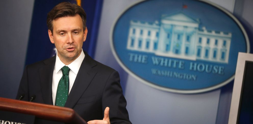 PHOTO: White House press secretary Josh Earnest speaks to reporters during the daily press briefing at the White House in Washington, Sept. 12, 2014.